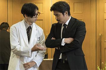 「一度死んでみた」の渡部(小澤征悦)と藤井さん(松田翔太)が話し合うシーン Blu-ray 邦画 コメディ