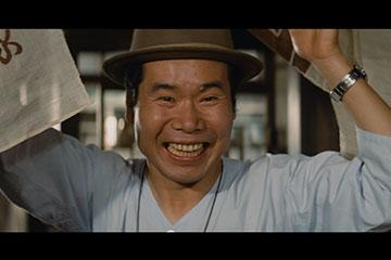 「男はつらいよ お帰り 寅さん 豪華版(初回限定生産)」の寅さん(渥美清)がのれんをめくるシーン DVD 日本映画 ドラマ
